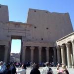 Säulenlaube im Hof des Tempels von Edfu