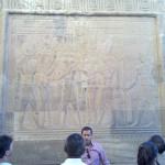 Hathor und Haroeris krönen den Pharao, Bastet flösst ihm Leben ein